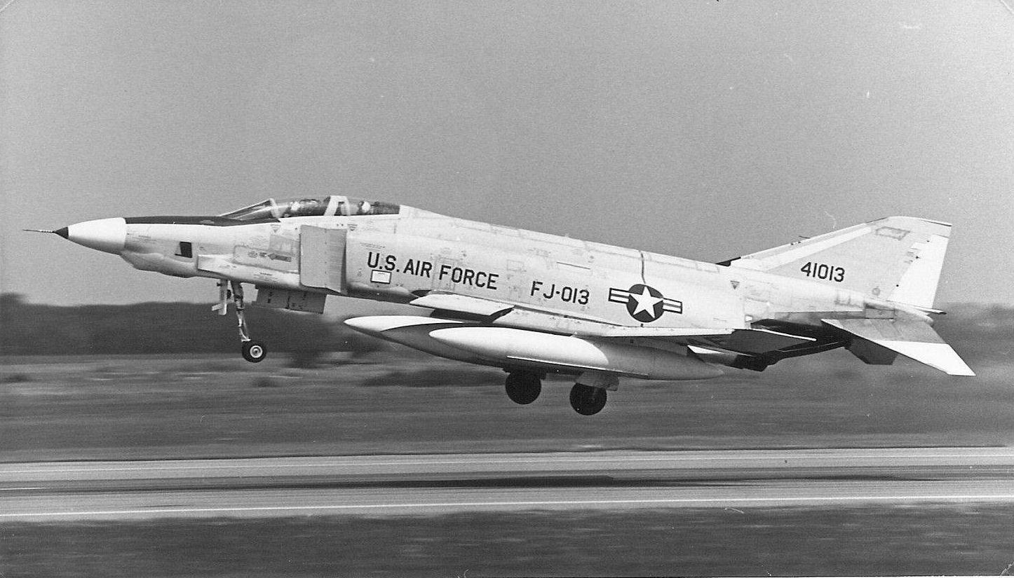 rf-4c_64-1013_taking_off_at_alconbury_1966